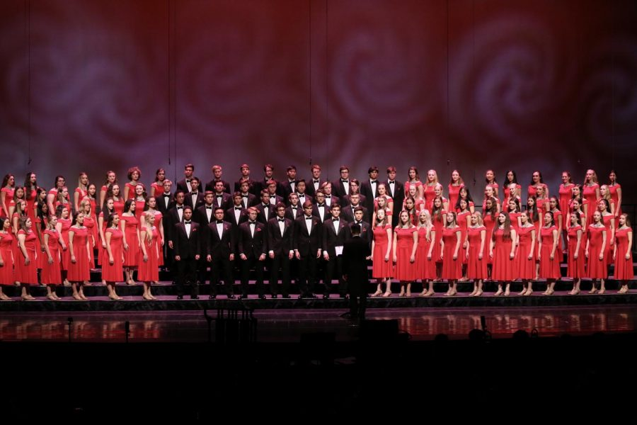 The+full+His+People+high+school+choir+lines+the+risers+to+begin+their+annual+concert+at+the+Kravis.