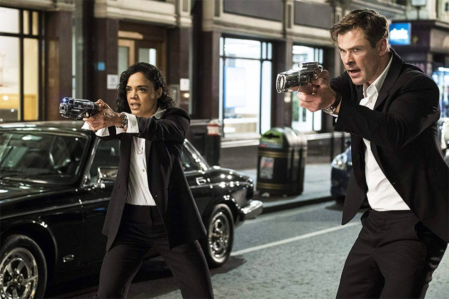 Chris+Hemsworth+and+Tessa+Thompson+prepare+for+comet+in+a+scene+from+MIB%3A+International