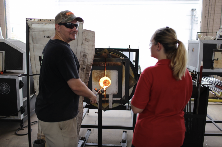 Professional+glassblower+demonstrates+the+actual+process+while+Regan+Collier+intently+watches+his+skillful+hands+melt+the+glass.+%28Photo+credit%3A+Mr.+Austin+Parenti%29++